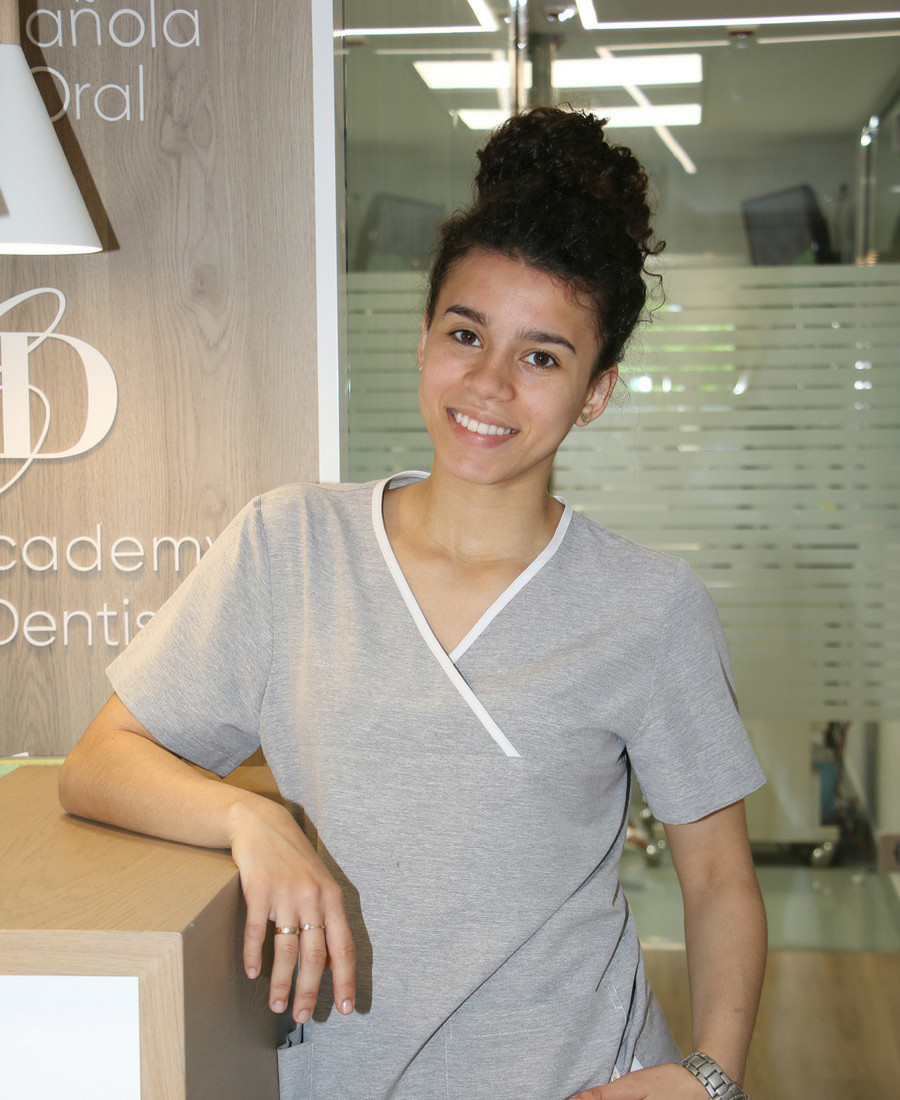 Jessica Gomez Dr Ruiz Villandiego Servicio de Odontologia y Estomatologia Hospital Quiron Donostia San Sebastian